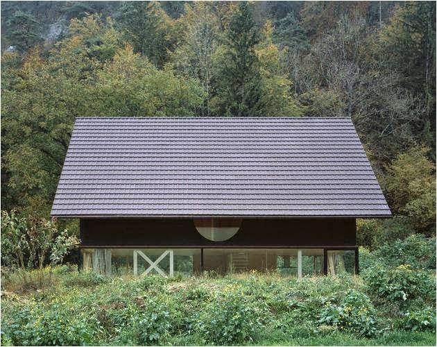 a simple barn shaped house design in