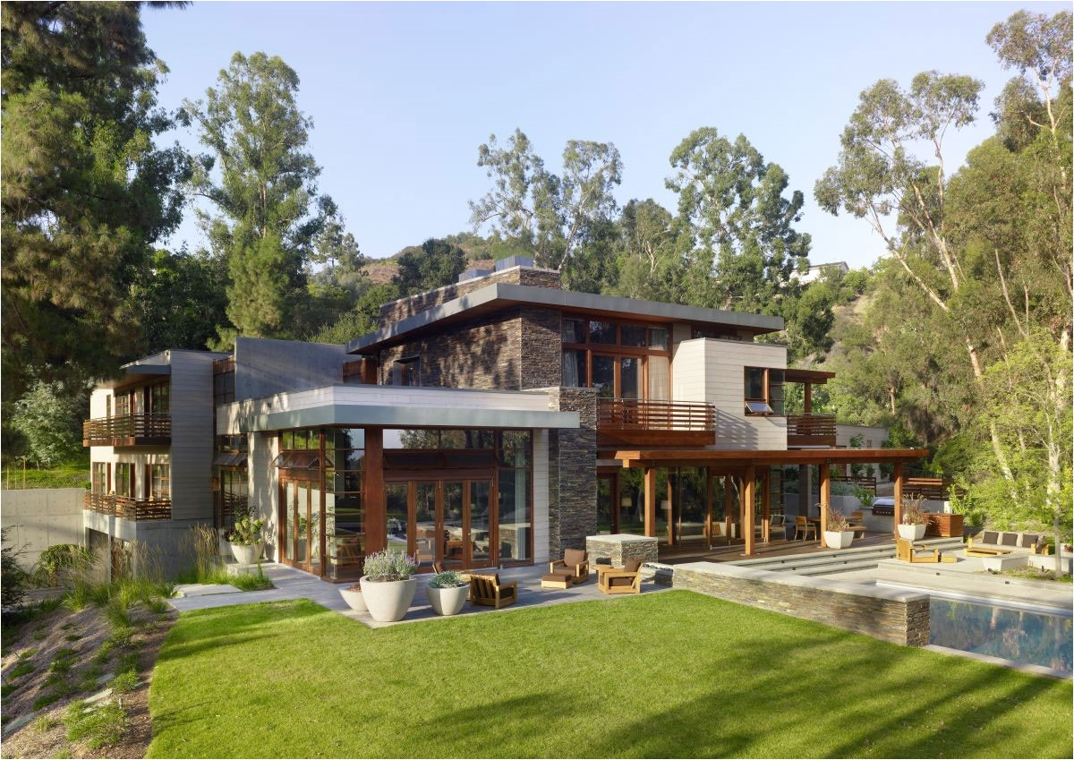contemporary green homes design with small gardening ideas