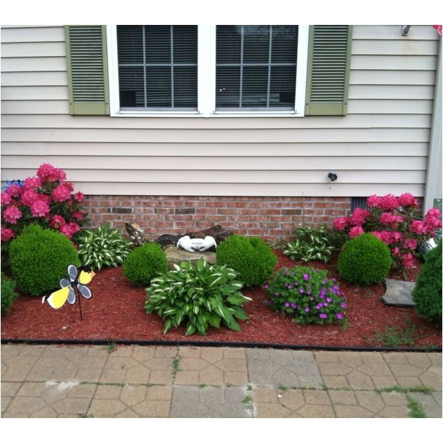 flower beds in front of house gardening newbie needs sunny front flowerbed ideas by gymgirl