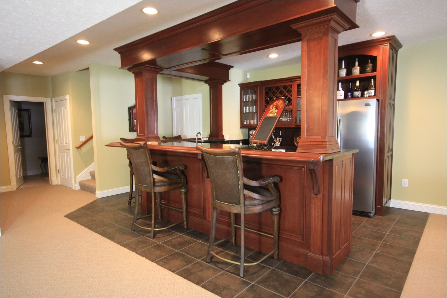 some inspiring yet helpful wet bar ideas for any of you who want to get a refreshing nook at home