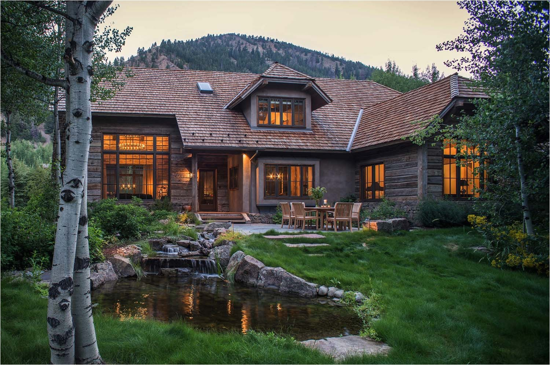woodland chalet imbues rustic elegance in idaho 8217s sun valley