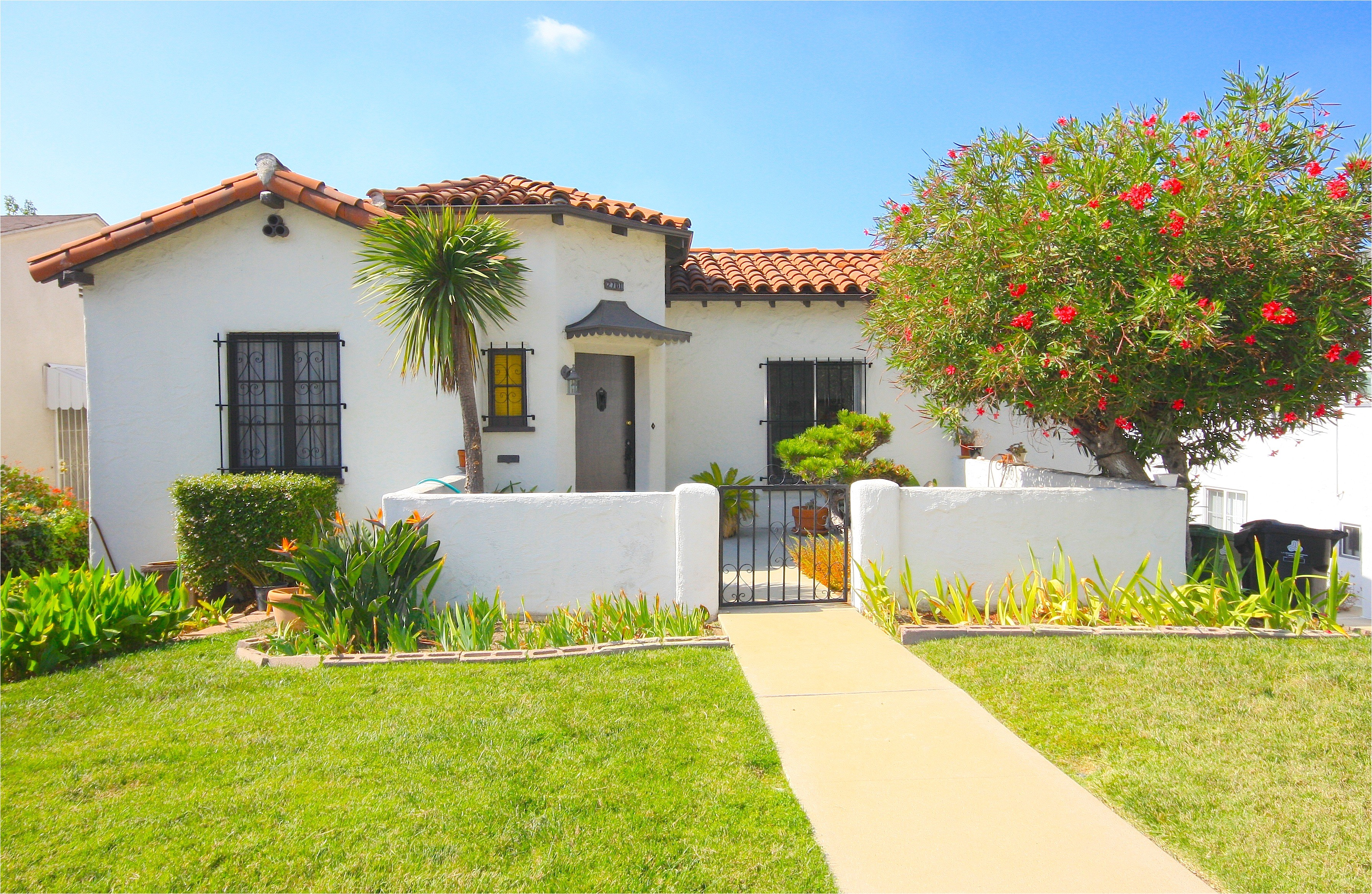 spanish style homes with courtyards plans