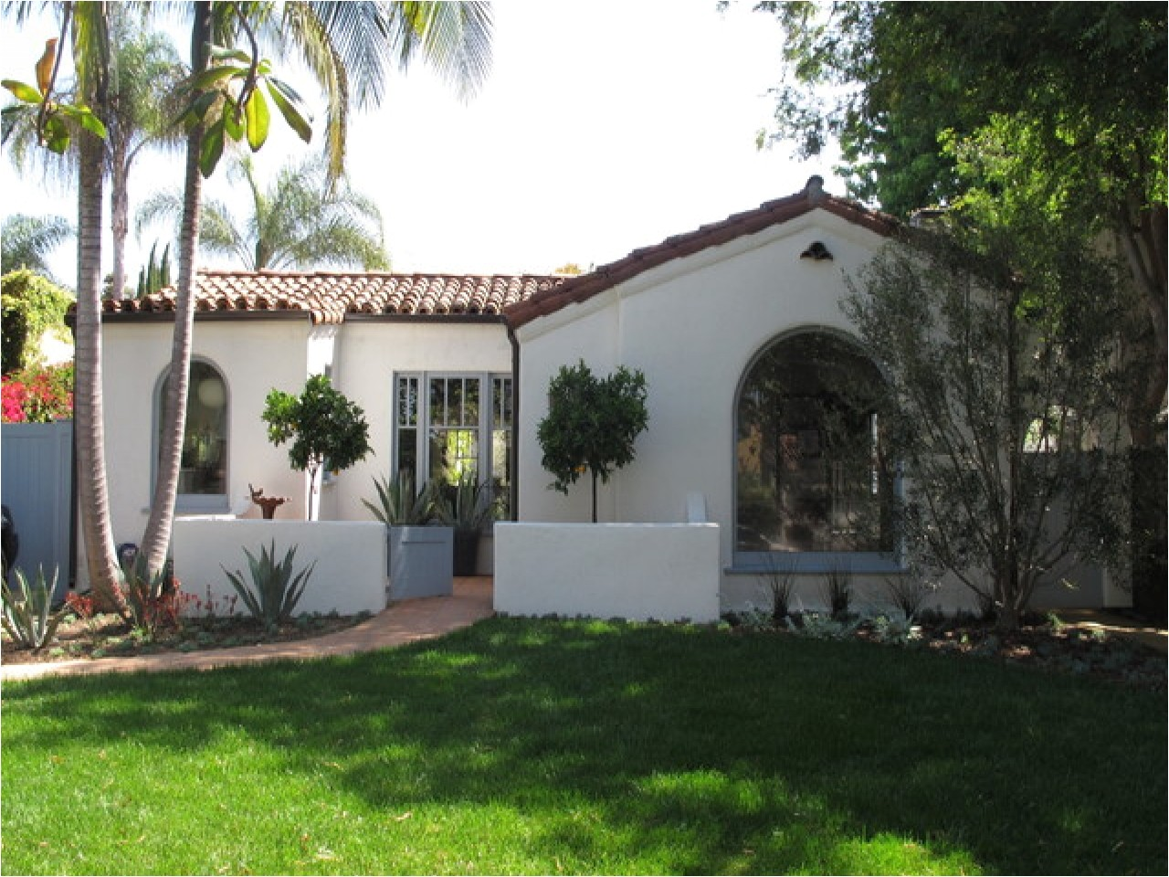 9afa0ec6041df509 spanish style homes with courtyards small spanish style homes with courtyards