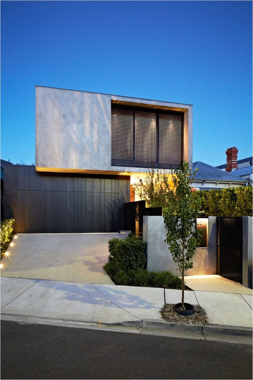 contemporary house by agushi and