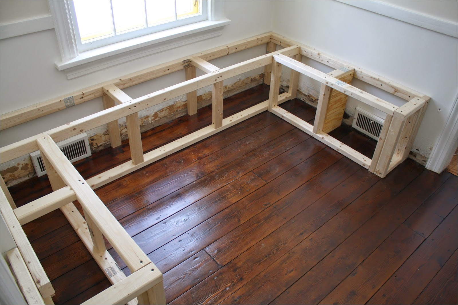 how to make a breakfast nook bench 3 sided