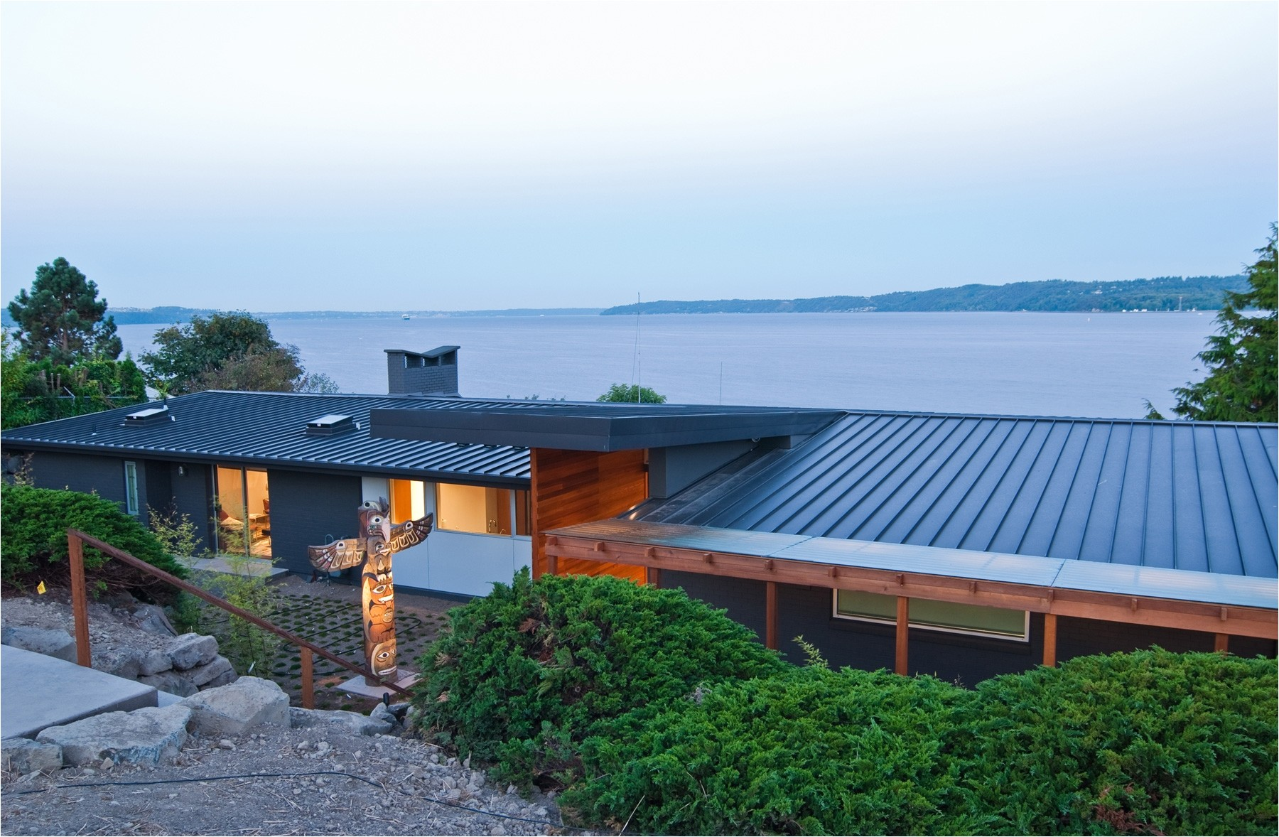 7420 metal roofs on contemporary houses