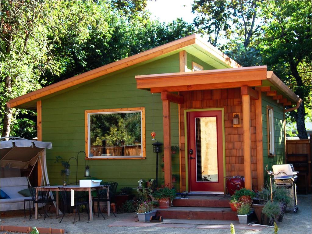 building tiny houses break down asset inequality