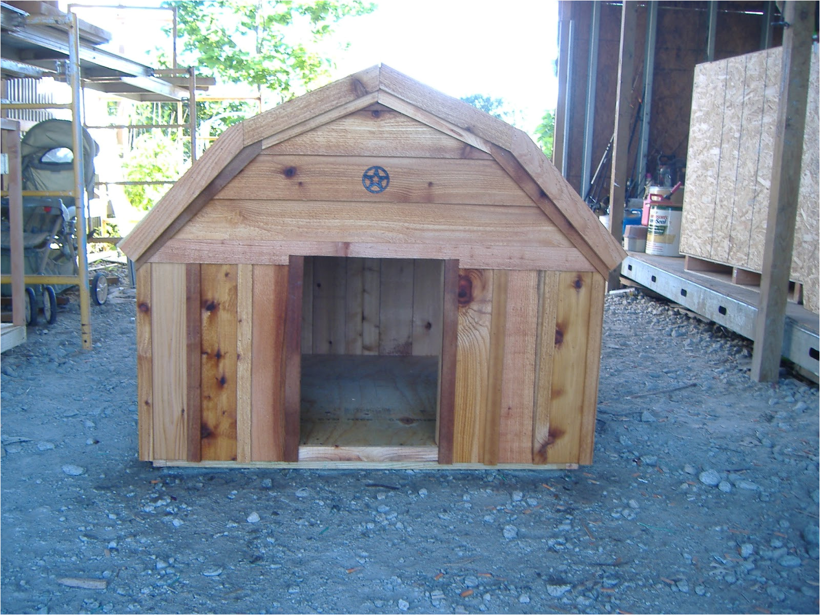 free barn style dog house plans