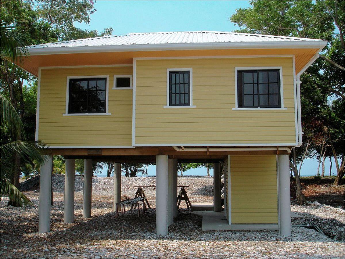 utilla beach cottage exterior4 via smallhousebliss