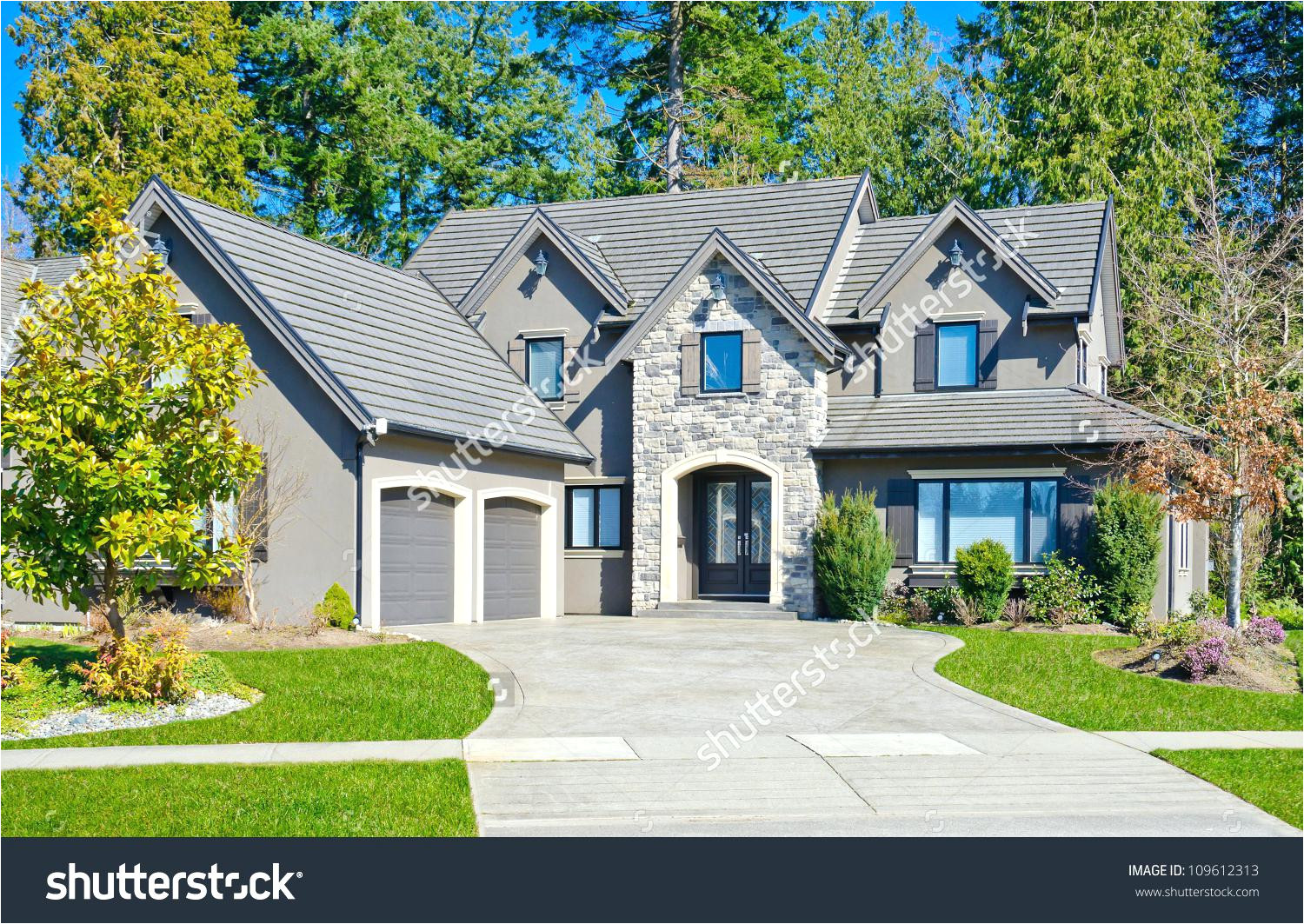 house with big garage