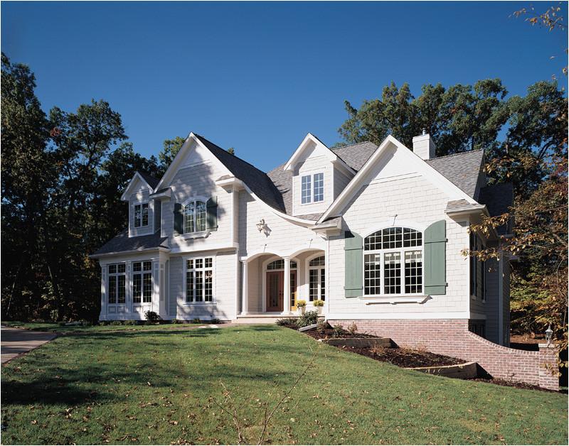 11 harmonious luxury lake home plans